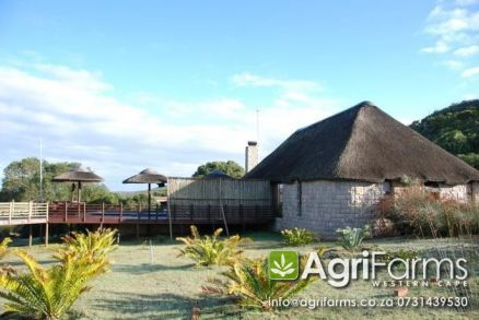 AGF0204 Game Livestock Guest Farm Thatch